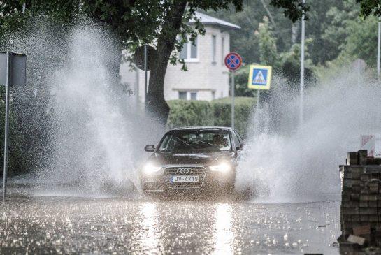 09-Lietus Valmierā Raivo Sarelainens (9)
