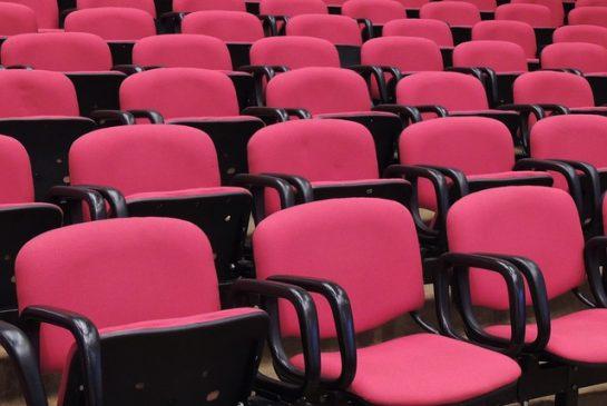 krēsli seminārs Pixabay.com